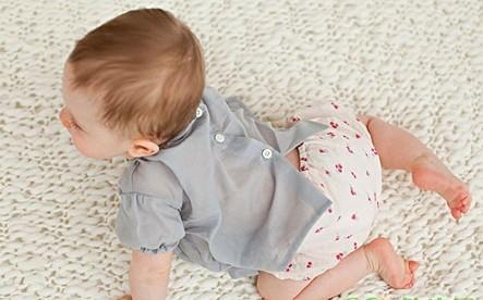 亲子教室:别嫌脏和累 宝宝爬行的好处多