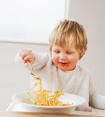 宝宝夏季出汗多 可能是缺钙惹的祸