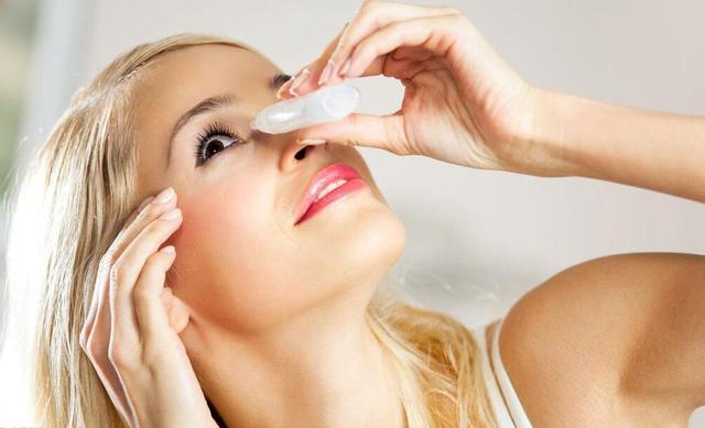 眼睛干涩如何补水?眼部彩妆可导致干眼症