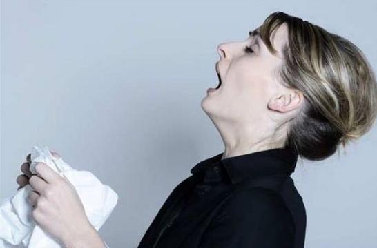 忍着喷嚏伤耳朵 没有纸巾最好用胳膊挡住嘴