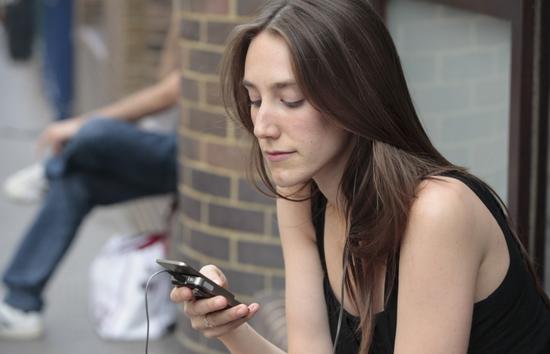 美国肯特州立大学研究发现:用智能手机太多影响心肺功能