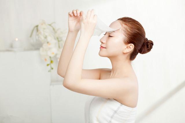脸上易过敏发红发痒用什么抗敏护肤品好