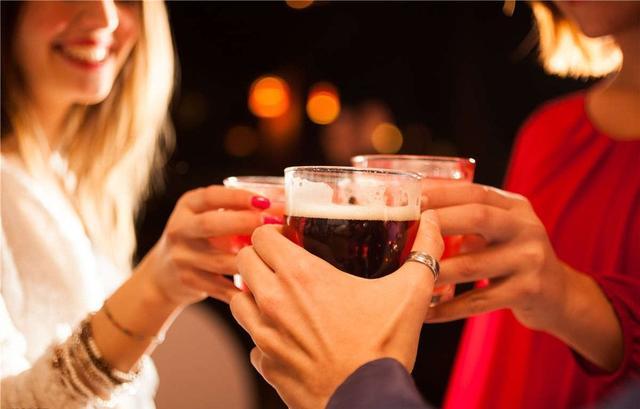预防痛风发作:啤酒改红酒,每天称体重