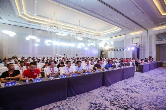 2018中国脊柱疼痛高峰论坛在海口召开