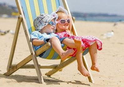 春季父母带BB晒太阳的六点新知