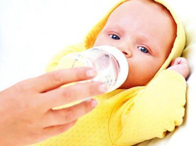 注意:母乳喂养宝宝时 还需要给宝宝喂水吗