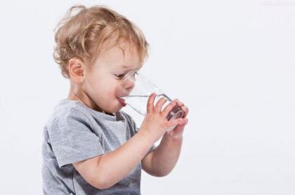 0-12个月宝宝秋季的补水原则