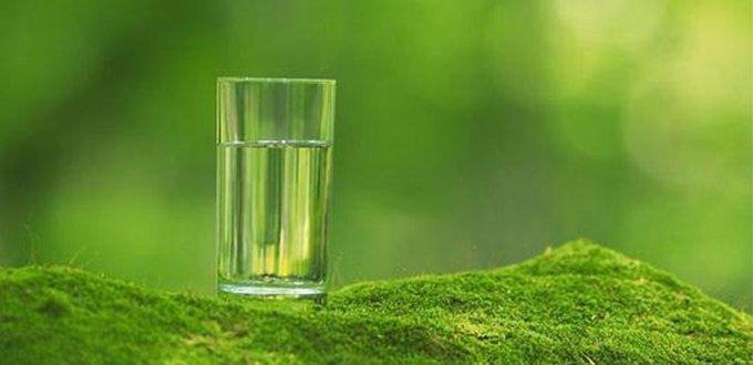 憋气喝水受惊吓,哪个止嗝方法最有效</