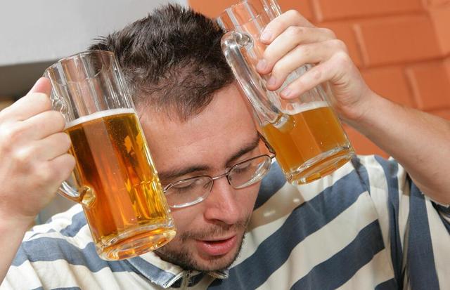 酒精肝不治等于肝脏炸弹 爆时就是肝硬化