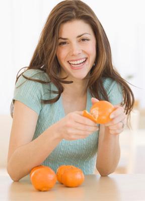 专家称春节聚餐前先吃橘子可预防酒精中毒