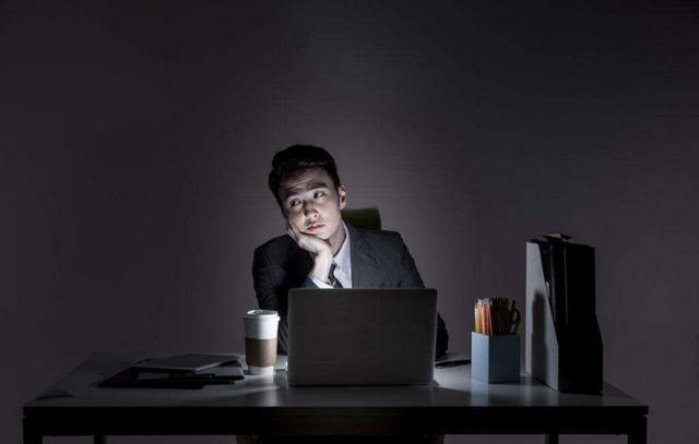 今年诺贝尔奖提醒你:熬夜是在玩命!