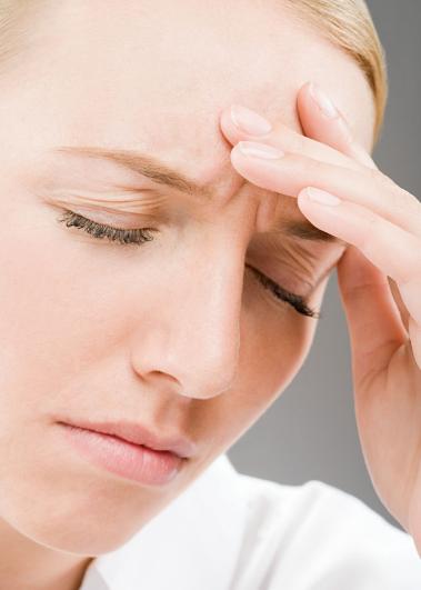 """年轻人一站起来就头痛 或""""低颅压综合征"""""""