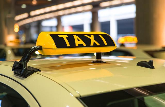 北京:出租车上有烟味?可拨12320举报!