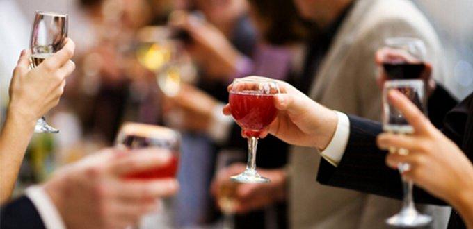"""【养生堂】饮酒后发生的心脏病值得被""""恭喜""""吗</"""