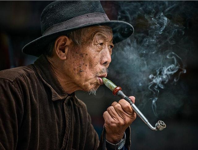 起床吸烟最易致癌