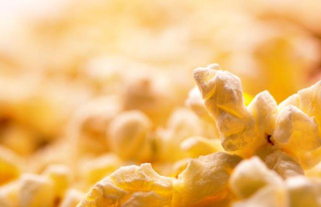 爆米花由玉米加工而来 为何多吃不利健康