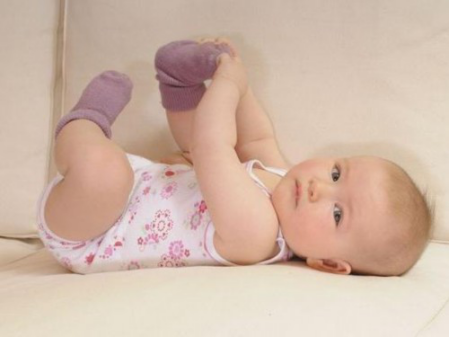 妈妈必修课:新生儿湿疹婴儿奶癣怎么治