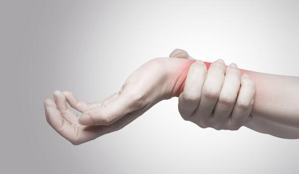 导致股骨头坏死的5大原因 它的治疗方法