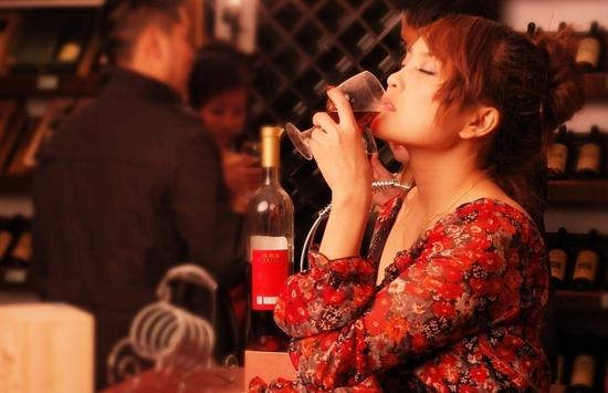 """英国研究发现称经常喝醉大脑会变""""笨"""""""