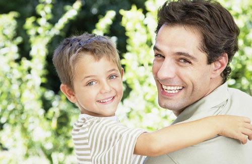 2015婚恋调查 仅2%爸爸参与照顾3岁前孩子