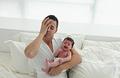 宝宝睡前烦躁哭闹 父母需警惕