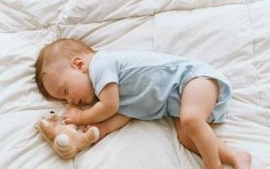 从宝宝睡姿可以看性格智商?