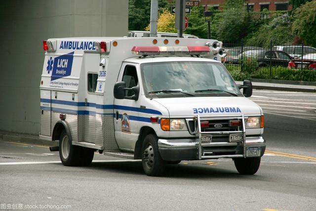 【兩會聲音】人大代表建議:對不避讓救護車的行為嚴厲處罰