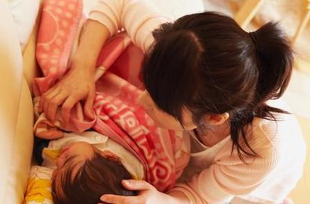 婴儿感冒的症状和护理方法