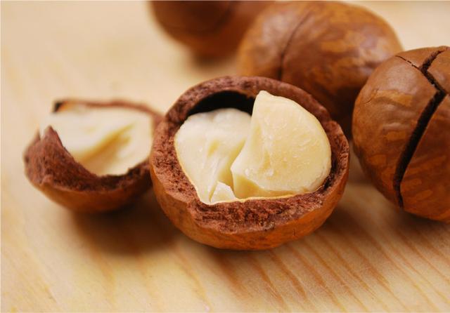 每周吃两份坚果可提高结肠癌生存率!