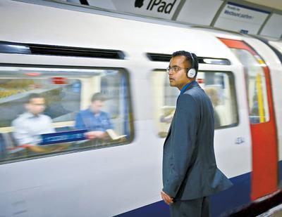 地铁用耳机致听力更受伤 耳塞危害大于头戴式