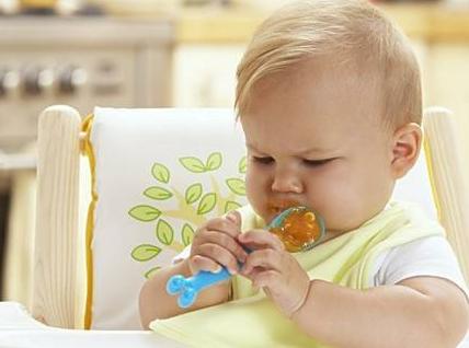 夏季父母给宝宝添加辅食的5个要点