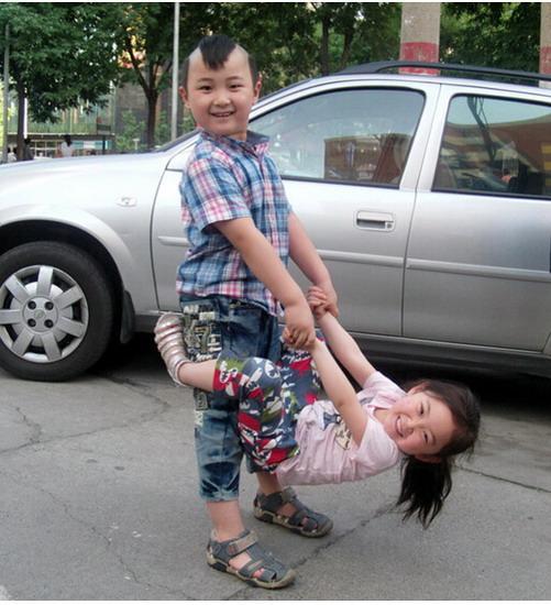 邓鸣贺妹妹六一忆哥哥:我怕时间久了忘了哥哥