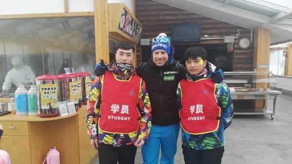 芬兰跳台滑雪国家队原总教练到张家口市进行教学访问
