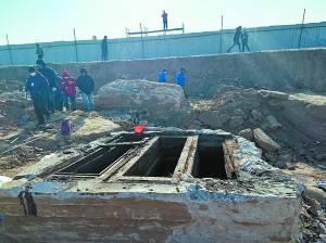 定兴古墓发掘开棺 两个椁室出土七具棺木,墓主人成谜