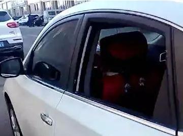 曹妃甸这小区附近多辆汽车玻璃被砸