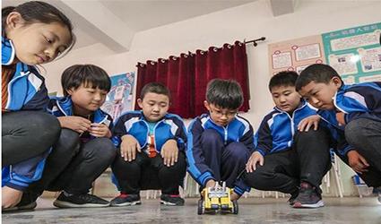 河北武强:开设机器人课程
