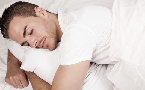 男人趴着睡觉好吗 男人趴着睡觉有什么危害 正确的男人睡姿是什么