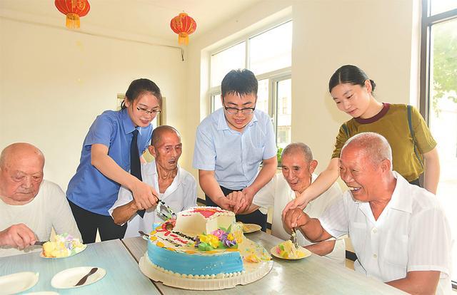 阜城县检察院青年党员志愿者走进光荣院志愿服务