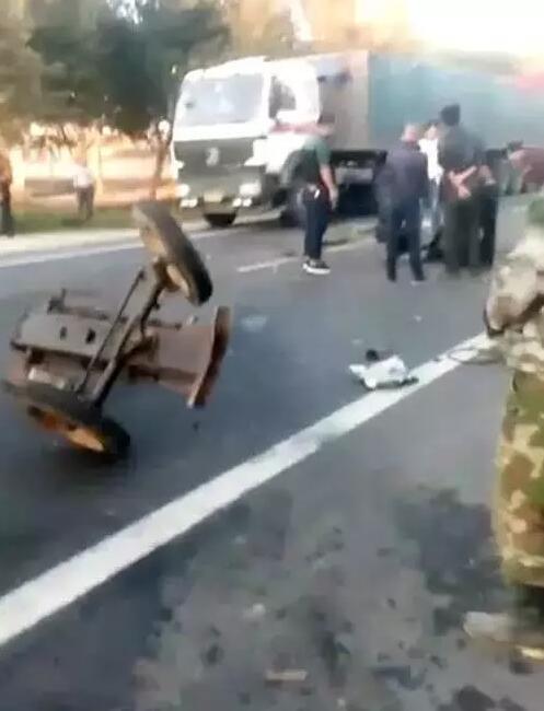 张家口尚义又发生大车祸!半挂车与四轮车相撞!