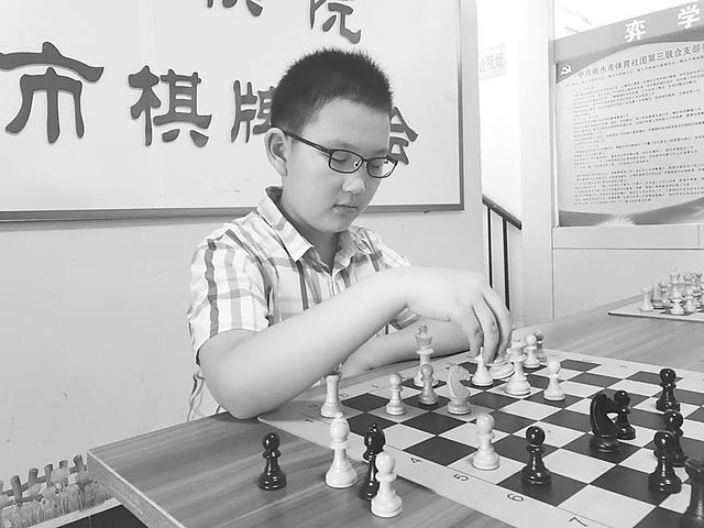 """10岁男孩成为衡水市国际象棋""""候补棋协大师""""第一人"""