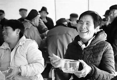 盐山爱心志愿者举办孝心饺子宴