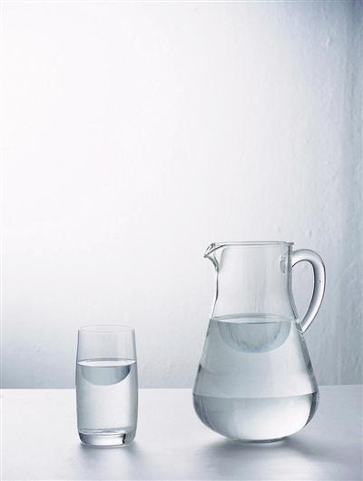 这样喝水让肌肤更水嫩