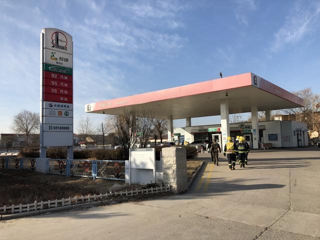 联峰路中队对易燃易爆场所滨海大道加油站进行演练