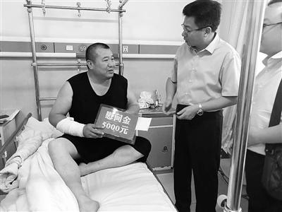河北唐县一医院院长冲上前制止受伤昏迷