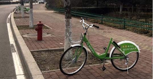 唐山大城山附近3辆共享单车车座被摘