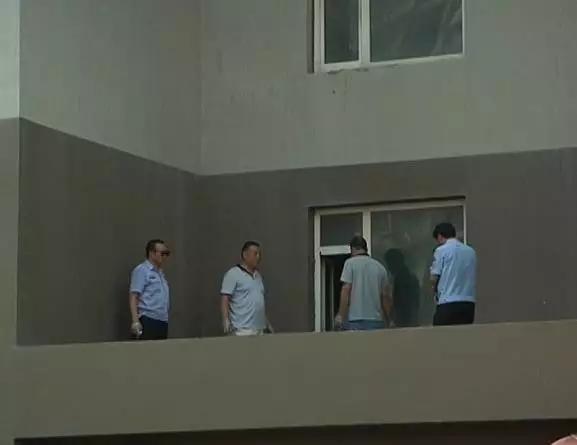 邯郸百家乐园小区 一女子跳楼身亡!