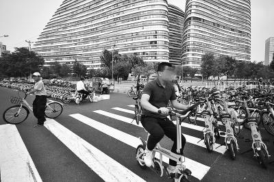 无车牌、不显示时速 北京被叫停的共享电单车仍未停
