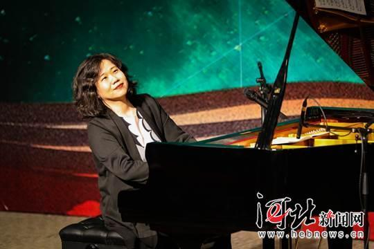 14岁华裔钢琴家黄天戈在美办独奏会 每天练琴8小时
