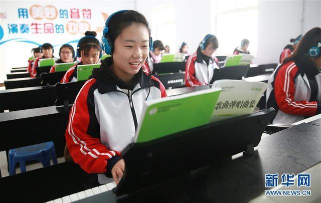 """河北内丘:""""订单式""""职业教诲助学子就业"""