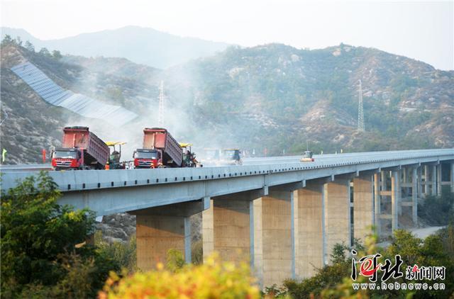 太行山高速:西阜保定段全线双幅路基全部完成